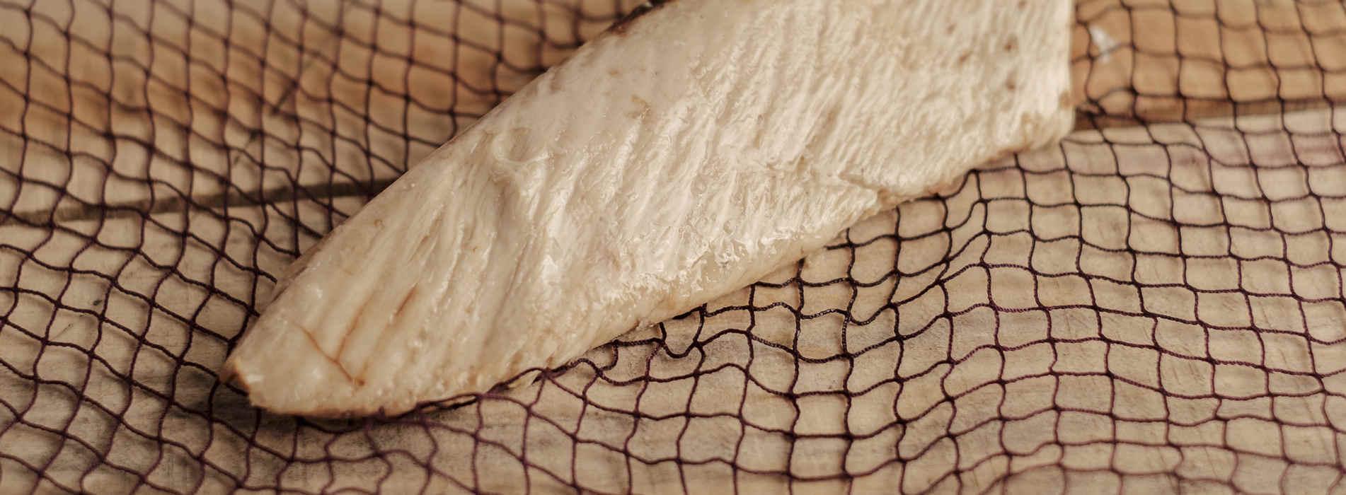 Ventresca de bonito del Cantábrico cocida a baja temperatura y envasada al vacío. Listo para consumir.