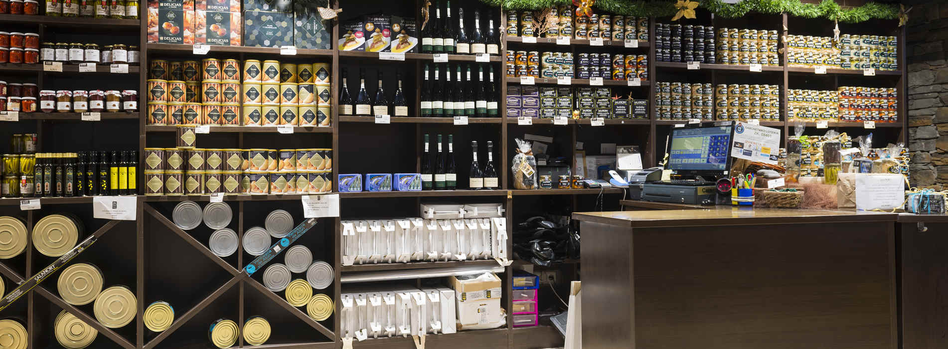Sale of Salanort products: Salanort octopus, Salanort Getaria anchovies, Salanort Bay of Biscay white tuna, Salanort white tuna belly, Salanort preserves.