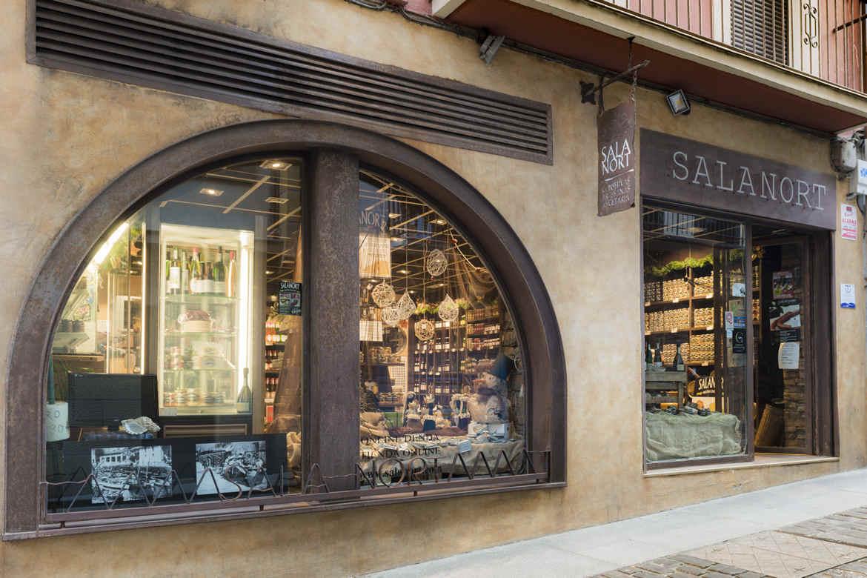 Tienda Salanort de productos gourmet. Ubicada en la Calle Mayor de Getaria.